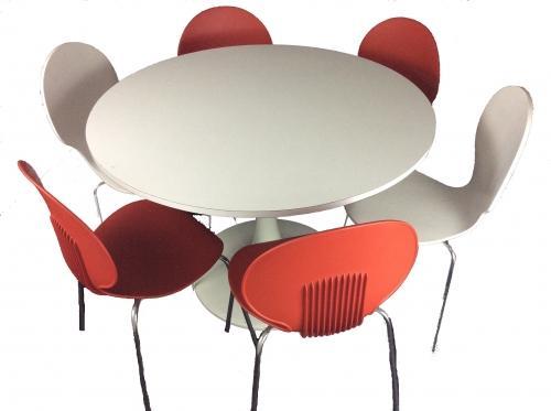 Eero Saarinen-style Trumpet Table